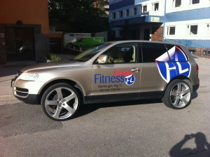 bildekor, bilreklam, bilstripning, billig bildekor, billig bilreklam, reklam på bilen